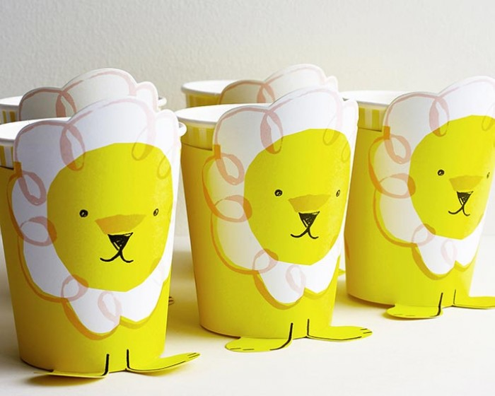 Silly Circus Yellow Lion Paper Party Drinking Cups