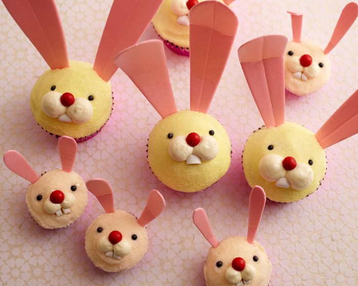These Easter Bunny Cupcakes are the perfect treat for kids and super simple to make. See our step by step photo tutorial complete with recipes and supply lists | Cakegirls Tutorials