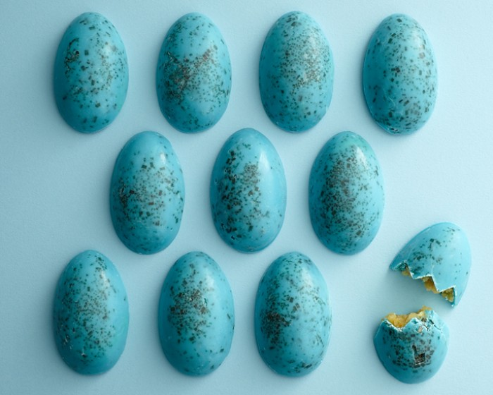 Make these crazy easy Blue Speckled Cake Eggs with just a few ingredients and without turning on the oven. Perfect for an Easter treat!   Cakegirls Tutorials