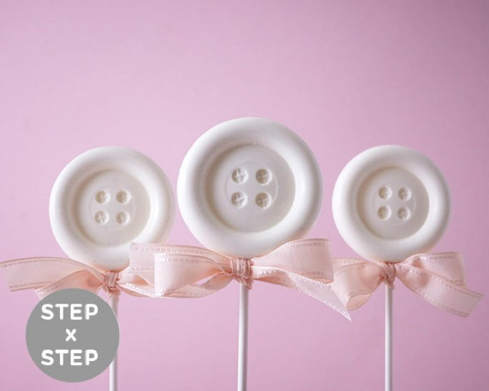 Need a super easy Baby Shower favor? Look no further than these no bake, one step button suckers. See the step by step photos | Cakegirls Tutorials