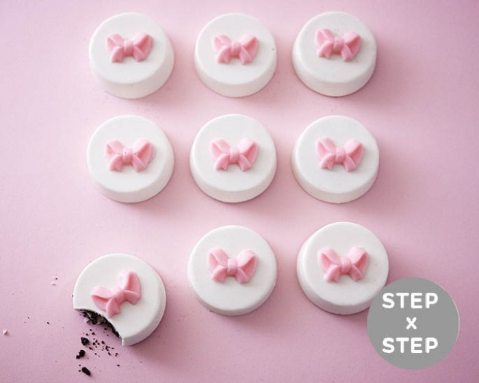 Make these crazy easy petit four style Oreos for your next Baby Shower. No bake, super cute and waaaay less difficult than fussy petit fours. See the step by step tutorial | Cakegirls Tutorials