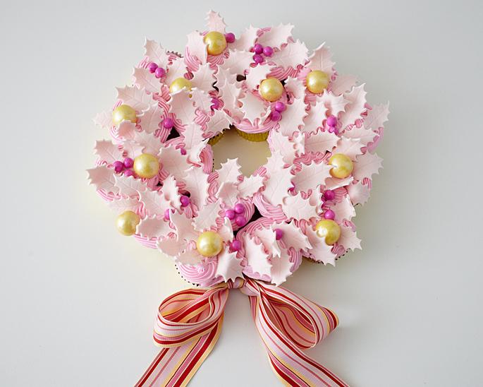 Christmas Cupcake Wreath Tutorial