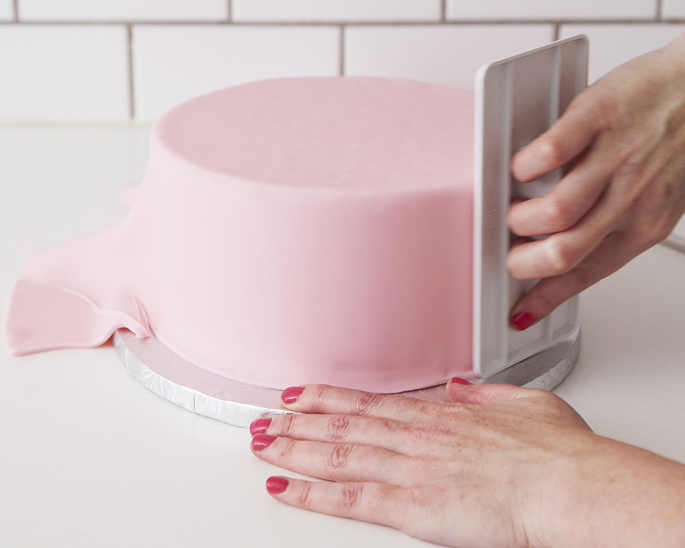 Smoothing a Cake in Fondant