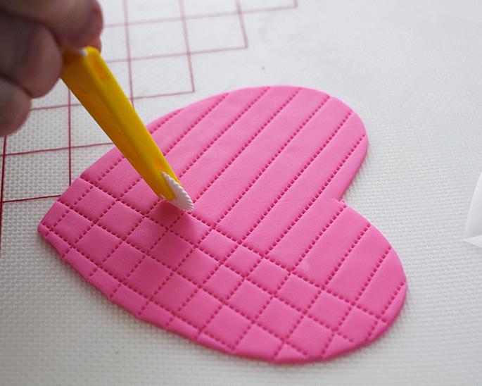 How to make a fondant heart box cake lid