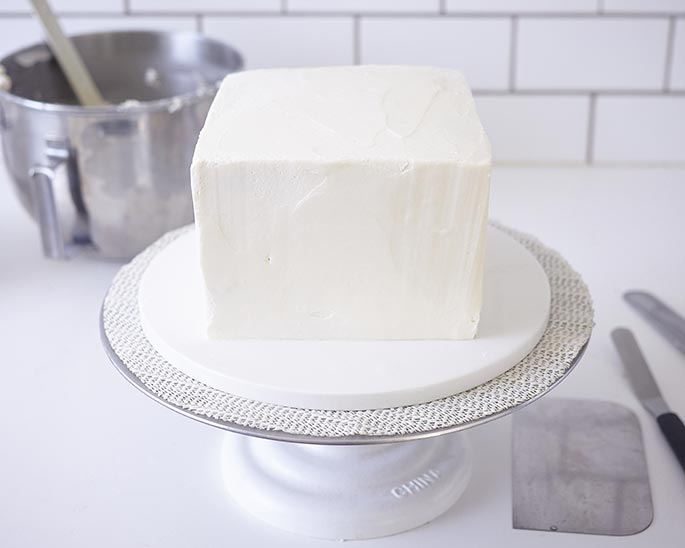How To Ice A Square Cake