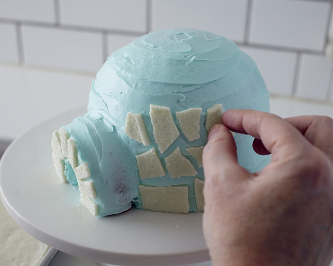 This easy igloo cake is a perfect Winter or Christmas kid friendly cake