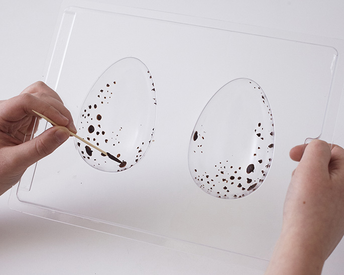 Speckling a chocolate egg mold