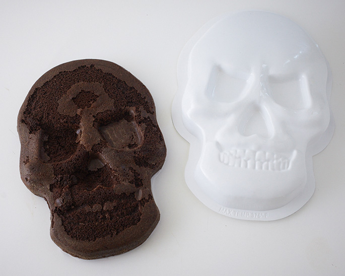How To Use A Skull Shaped Cake Pan