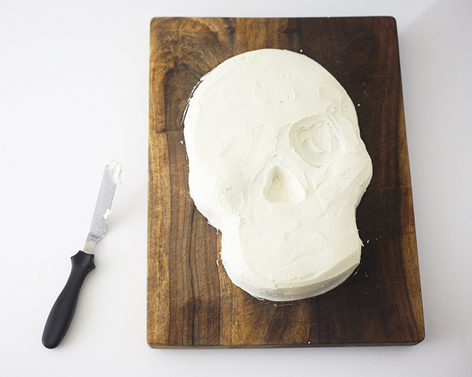 How to ice a skull cake