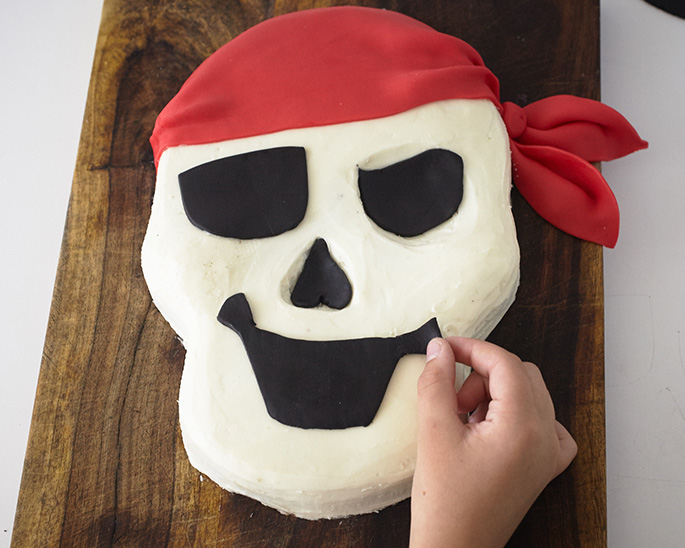 Adding a face to a pirate skull cake