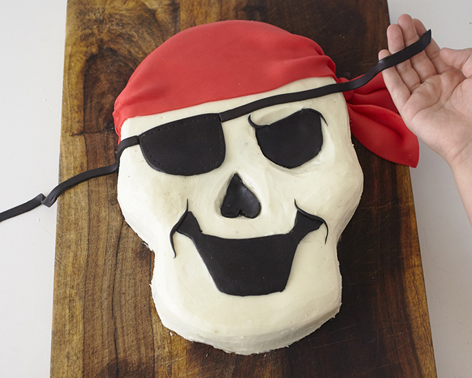 Adding details to a pirate skull cake