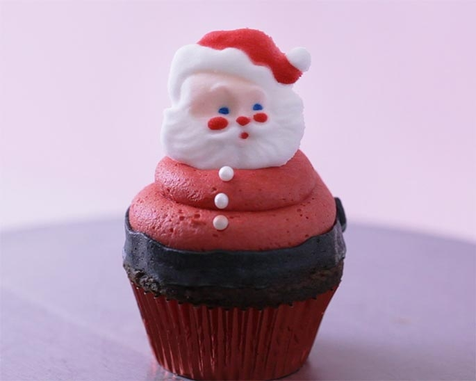 These easy buttercream Santa Claus cupcakes are the perfect show stopping dessert for your Christmas party. See our step by step tutorial.
