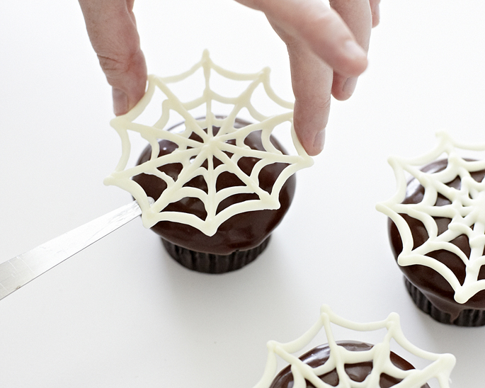 Piped Chocolate Spider Web How-To