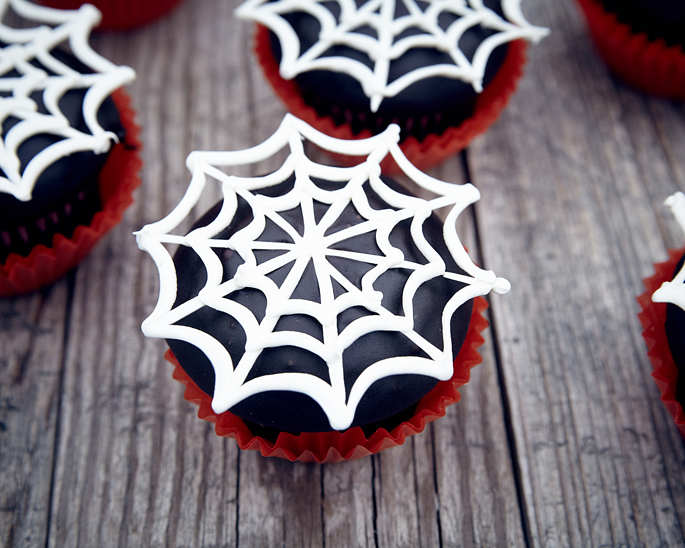 Chocolate Spider Web Cupcake How to Make